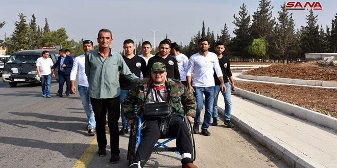 Боец народного ополчения Гияс Дайюб на коляске начал путь из Хамы в Дамаск