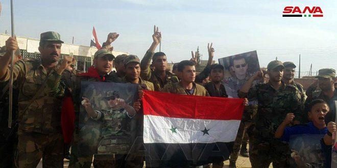 Жители Менбиджа приветствовали Сирийскую армию, развернувшую свои подразделения в городе и его окрестностях