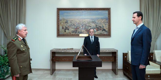 Kabinede yeni bakanlar Cumhurbaşkanı el Esad'ın huzurunda  anayasa andını içiyor