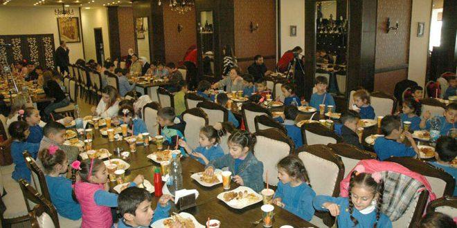 Anneler Gününde Şehit Çocuklarına Yemek Verildi