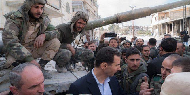 El Esad Doğu Ğuta'nın Derinliklerinde Askerleri Ziyaret Etti (video)