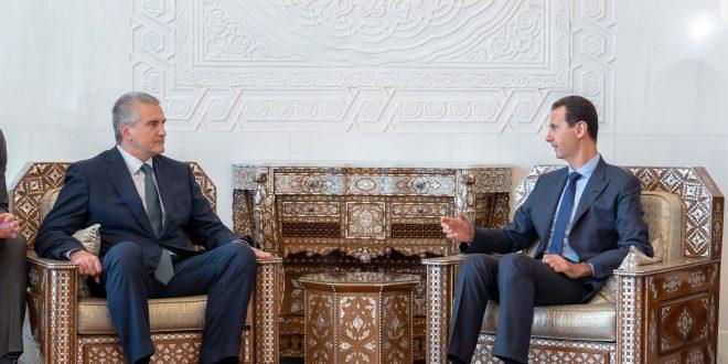Cumhurbaşkanı Esad, yüksek düzeyli bir heyetin eşliğinde Suriye'ye iş ziyaretinde bulunan Kırım Cumhuriyeti Cumhurbaşkanı Sergei Aksyonov'u kabul ediyor