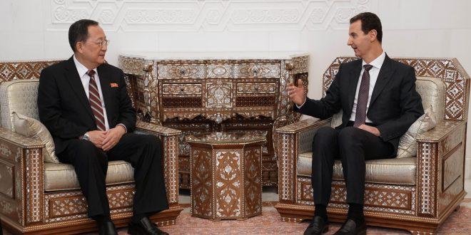 Cumhurbaşkanı el Esad Kore Demokratik Halk Cumhuriyeti Dışişleri Bakanı Ri Yong-ho ve ona eşlik eden heyeti kabul ediyor.