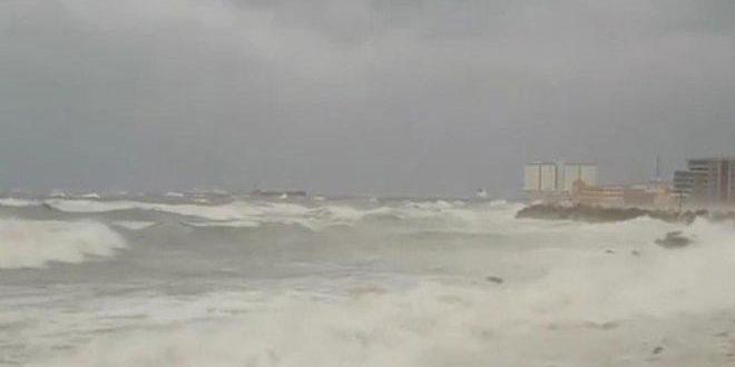Lazkiye Ve Tartus'taki Limanlar Kötü Hava KoşullarıSebebiyle Deniz Seferlerine Kapatıldı