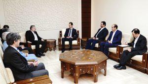 Cumhurbaşkanı el Esad İran Şura Meclisinde Milli Güvenlik ve Dış Politika Komitesi Başkanı Haşmetullah Falahat Biyşa ve Suriye ziyaretinde ona eşlik eden heyeti kabul ediyor.