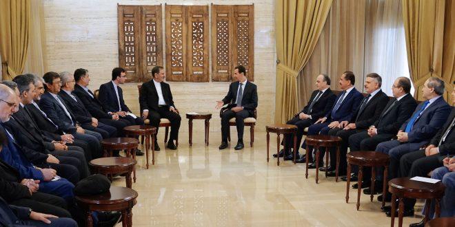 Cumhurbaşkanı el Esad İran Cumhurbaşkanı Birinci Yardımcısı İshak Cihangiri ve ona eşlik eden heyeti Başbakan İmad Hamis ve bir dizi bakanın huzurunda kabul ediyor.
