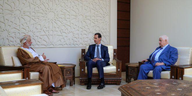 Cumhurbaşkanı el Esad Umman Sultanlığında Dışişleri Bakanı Yusuf Bin Ulevi Bin Abdullah'ı kabul ediyor.