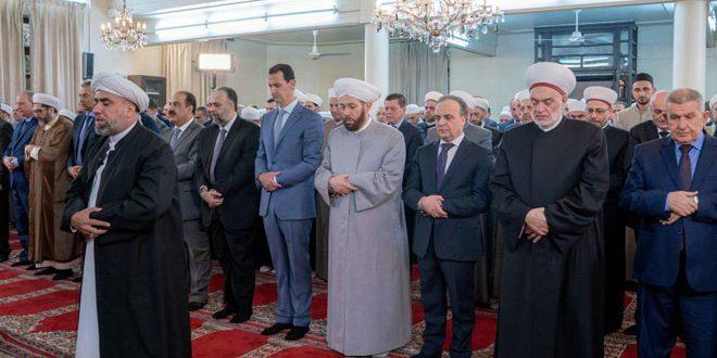 Sayın Cumhurbaşkanı Beşşar el Esad mübarek el Adha (Kurban) Bayramı namazını Şam'ın el Efram Camiinde kılıyor