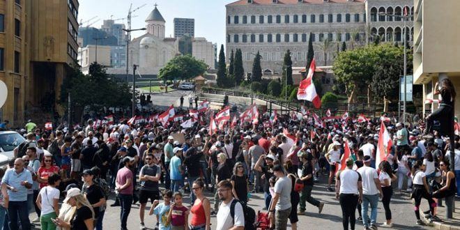 Lübnan'da Protesto Gösterileri ve Yol Kesmeler Sürüyor