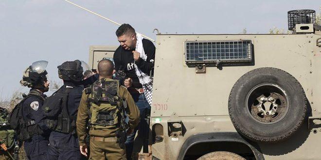 İşgalci İsrail Güçleri el halil kentinde 2 Filistinliyi Tutukladı