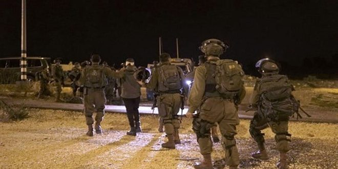 İşgalci İsrail Güçleri, Batı Yaka'nın Farklı Bölgelerinde 16 Filistinliyi Tutukladı