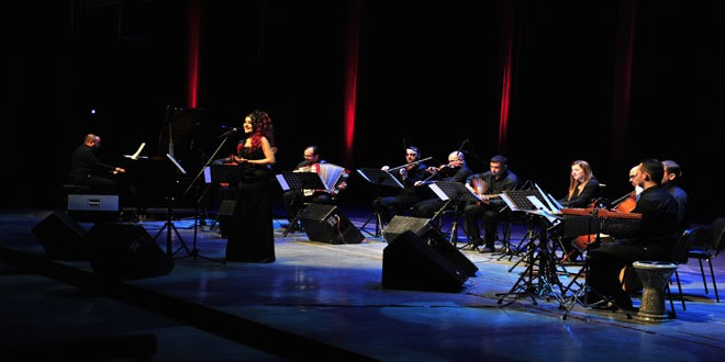 ايناس لطوف تهدي جمهور دار الأوبرا باقة من أجمل أغاني الحب- فيديو