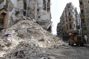 وفاة 3 أشخاص جراء انهيار بناء سكني في حلب