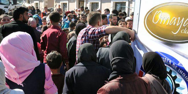 توزيع مساعدات على أهالي الغوطة المحررين من الإرهاب بمركزي الإقامة المؤقتة في الحرجلة ونجها