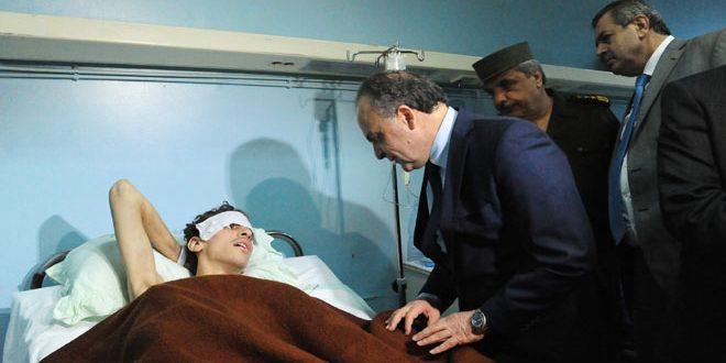 رئيس مجلس الوزراء يزور جرحى الاعتداء الإرهابي بقذيفة صاروخية على حي كشكول-فيديو