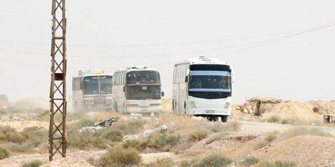 """انتهاء عملية إخراج إرهابيي """"جيش الإسلام"""" وعائلاتهم من بلدة الضمير إلى جرابلس"""