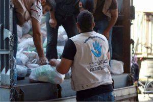 قافلة مواد غذائية ودوائية من حمص إلى الغوطة الشرقية