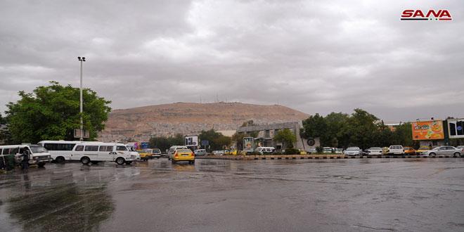 استمرار تأثير المنخفض الجوي وأمطار فوق أغلب المناطق
