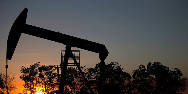 النفط يتراجع ويسجل 83ر79 دولارا للبرميل