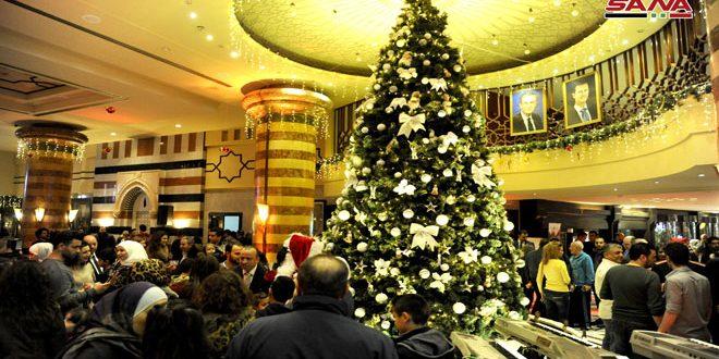 إضاءة شجرة الميلاد بفندق داما روز- فيديو