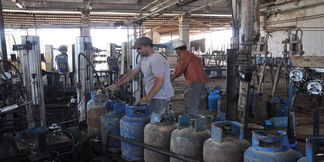 ارتفاع إنتاج قسم تعبئة الغاز بمدينة بانياس إلى 15 ألف اسطوانة يوميا