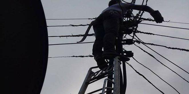 عودة التيار الكهربائي إلى حلب بعد إصلاح خط التغذية الكهربائية القادم من حماة