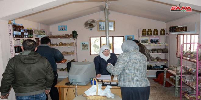 سوق منتجات المرأة الريفية بحمص.. تواصل مباشر بين المنتج والمستهلك