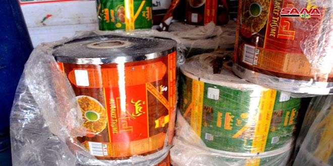 ضبط منشأة تستخدم مواد تالفة وعلفية في إنتاج وتعبئة مواد غذائية
