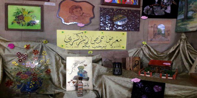 مئات القطع الفنية في معرض لثانويات الفنون النسوية بحمص