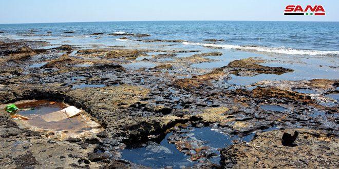 بقع نفطية على شاطئ جبلة نتيجة العمل التخريبي على مرابط النفط في بانياس ومعالجة فورية لها