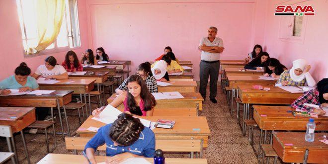 طلاب شهادة التعليم الأساسي يواصلون تقديم امتحاناتهم