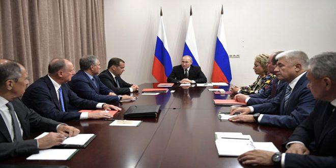 الرئيس بوتين يكلف وزارتي الدفاع والخارجية بإعداد رد متكافئ على إطلاق واشنطن صاروخاً مجنحاً جديداً