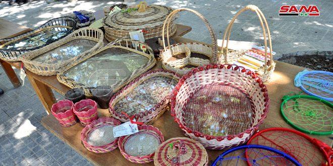 مشغولات يدوية وأعمال فنية بالخيزران ضمن منتجات المرأة الريفية بمهرجان صلنفة الكبير