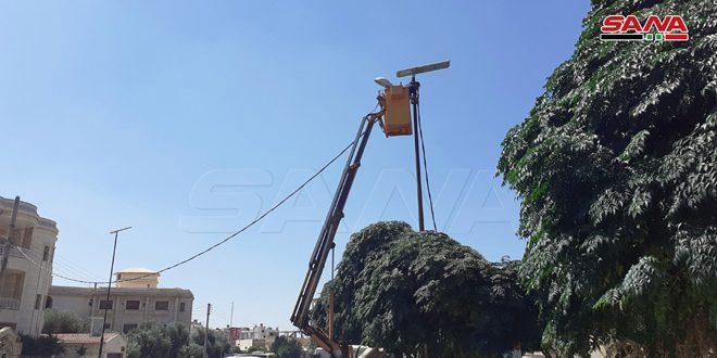 درعا.. تركيب أجهزة إنارة بالطاقة الشمسية