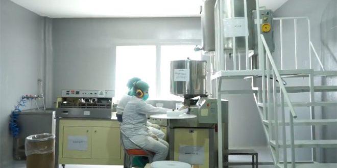 معامل الأدوية بحمص… إنتاج رغم الحصار لتأمين الأدوية بكل أصنافها لدعم الاقتصاد الوطني
