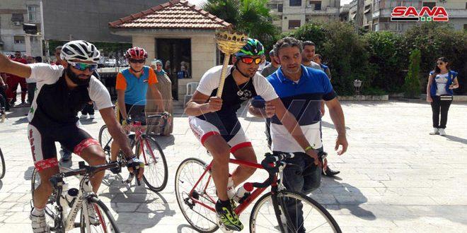 شعلة النصر تصل إلى حمص في مسير الدراجات الهوائية