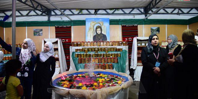انطلاق مهرجان منتجات مشاريع النساء الريفيات بحديقة تشرين