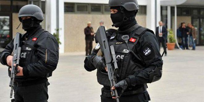 تونس: اعتقال شخص متورط بتجنيد إرهابيين وإرسالهم إلى سورية