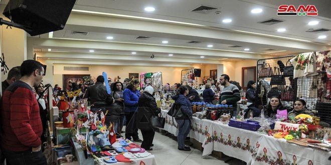 بازار الميلاد في كنيسة القديس كيرلس.. مساحة لصناعة البهجة ونشر الفرح