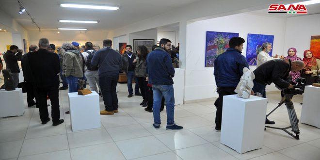 ضمن أيام الفن التشكيلي السوري.. معرض جماعي في صالة الحكمية للفنون باللاذقية