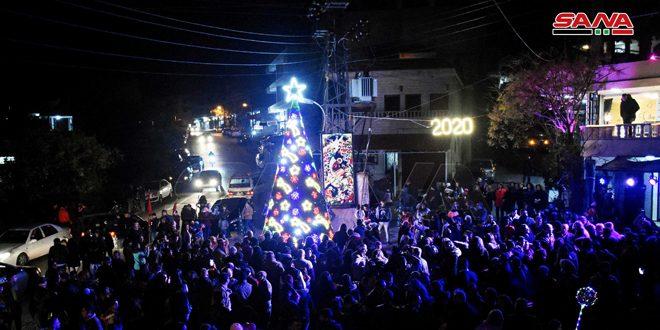 إضاءة شجرة الميلاد في قرية عين العجوز بريف حمص الغربي