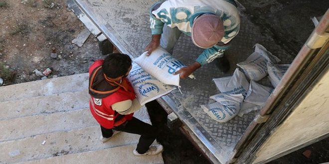 فرع الهلال الأحمر بدرعا يدخل قافلة مساعدات غذائية للأهالي في بلدتي النعيمة وبصر الحرير