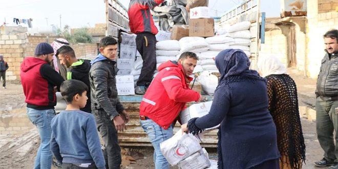 أكثر من 17 ألف عائلة تستفيد من توزيع المساعدات الغذائية والمواد الإغاثية جنوب الحسكة