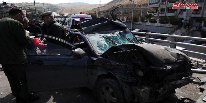 وفاة شخص وإصابة آخر جراء تدهور شاحنة واصطدامها بعدد من السيارات في دمر بدمشق