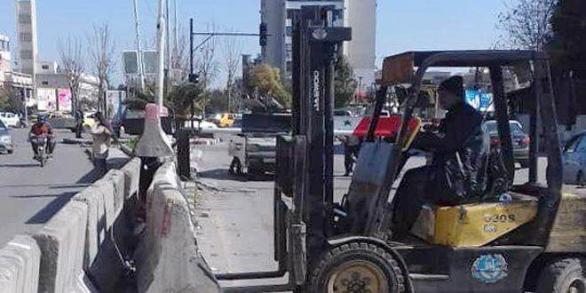 محافظة دمشق: فتح الطرق أمام حركة السيارات من دوار المواساة باتجاه الجمارك ويمين نفق الكارلتون