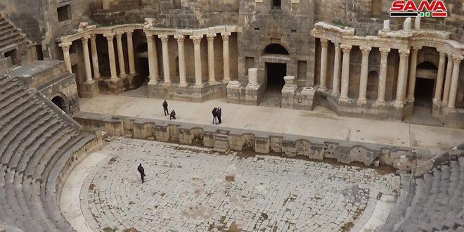 إنارة قلعة بصرى وترميم الأجزاء المتضررة من خندقها ضمن خطة دائرة آثار بصرى للعام الحالي