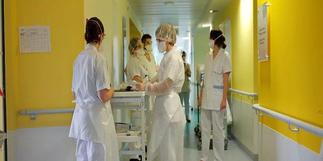 فرنسا تسجل زيادة يومية كبيرة في وفيات كورونا