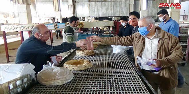 مبادرة في حلب لتوزيع الكمامات مجاناً وإطلاق منصة للتعليم عن بعد في حمص