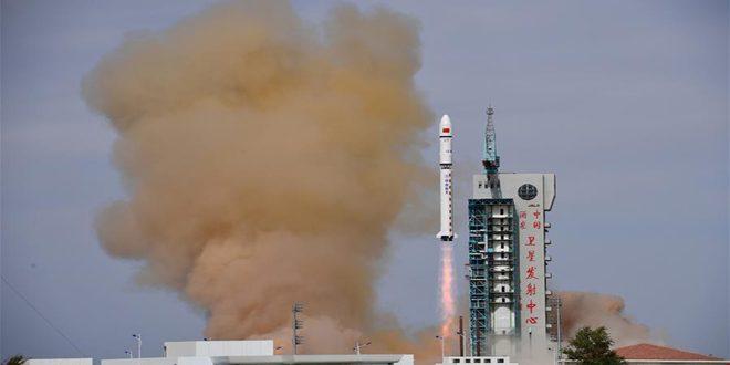 الصين تطلق قمرين صناعيين إلى المدار المخطط لهما