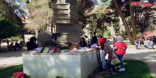 (الفائدة مجاناً للجميع)… مبادرة لتبادل وتدوير الكتب والمحاضرات بين طلاب الحقوق في التعليم المفتوح مجاناً